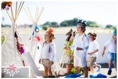 American native theme party. A birthday party organized by Era uma vez... o sonho perfeito, photographed by Marta Caldas Barreiro, with party animation by Party It, Tipi Wii tents, Candy Colours birthday cake, and O meu amor é verde succulents. Read more: http://eraumavez-osonhoperfeito.blogspot.pt/2014/06/pena-azul-manel.html