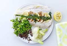 Sund aftensmad på max 30 minutter   Iform.dk Pesto, Camembert Cheese, Dairy, Ethnic Recipes, Lchf, Lemon