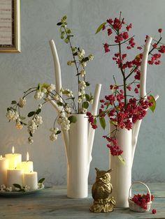 Mit Beerenzweigen, Pfaffenhütchen und Schneeballbeeren erblüht jeder Tisch in erfrischender Herbstdeko.