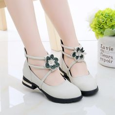 Latest fashion trends in women's Girls' Shoes. Shop online for fashionable ladies' Girls' Shoes at Floryday - your favourite high street store. Fashion Shoes, Kids Fashion, Wedding Girl, Wedding Shoes Heels, Princess Shoes, Moda Chic, Crochet Baby Shoes, Satin Flowers, Childrens Shoes