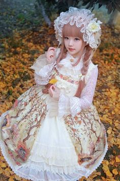 I keep seeing this girl and she's the sweetest looking most perfect Lolita ever! Who is she? She looks like a fairy or something!