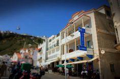 Cubata Hotel. http://www.cubata-nazare.upps.eu/ Unser Hotel liegt direkt an einem der schönsten Strände Portugals - Dem Strand Nazaré.  Wir verfügen über 20 komfortabel und voll ausgestattete Zimmer, teilweise mit Meerblick.  Der Ort Nazaré ist bekannt für gutes Essen, freundliche Leute und wunderschöne Natur!  Wir haben die höchsten Wellen der Welt! Überzeugen Sie sich selbst!