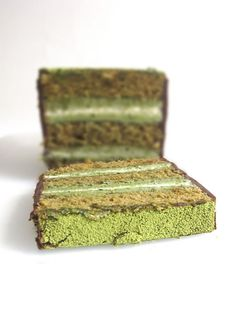 MATCHA GREEN TEA DACQUOISE ~~~ a dacquoise is made of almond and hazelnut meringue layered with whipped cream or buttercream. Dacquoise, Chocolate Cheese, Chocolate Frosting, Hazelnut Meringue, Matcha Cake, Green Tea Recipes, French Patisserie, Green Tea Powder, Cream Cheese Filling