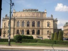 El Rudolfinum de Praga Un precioso edificio renacentista donde se celebran conciertos.
