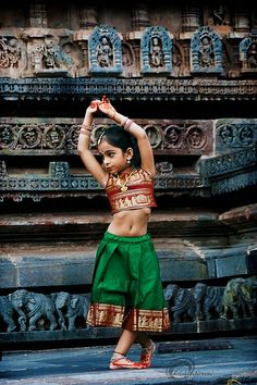 India is an incredible country having diverse culture, customs, and colors. Being the epitome of the world, India has become a must-to-visit place for Cultures Du Monde, World Cultures, Beautiful Children, Beautiful People, Simply Beautiful, Beautiful Places, Beautiful Pictures, Tiny Dancer, Costume