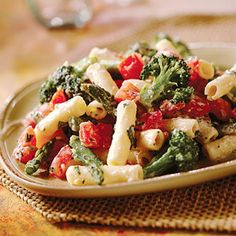 A week's worth of quick and healthy dinner recipes designed to rev up your metabolism and help you burn more fat and feel more energized. This picture is whole wheat pasta with ricotta and vegetables Quick Recipes, Pasta Recipes, Dinner Recipes, Cooking Recipes, Healthy Recipes, Cooking Tips, Recipe Pasta, Amazing Recipes, Quick Meals