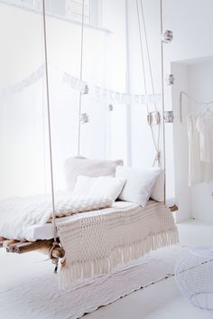 Bed hanging from ceiling represents a very unusual piece of furniture. Hanging bed is not a new idea in interior decoration, but it certainly brings a breath of modern, extravagant, creative and playful in each bedroom. Furniture Making, Diy Furniture, White Furniture, Hanging Furniture, Apartment Furniture, Vintage Furniture, Modern Furniture, Furniture Design, Floating Bed