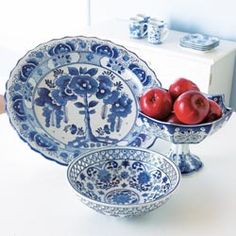 Table & Kitchen Accents - Blue And White Ceramic Serveware Blue And White Style, Blue And White China, Blue China, Blue Dishes, White Dishes, Blue Onion, Country Blue, Blue Painting, Blue Plates