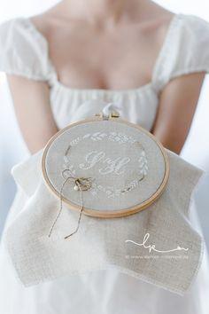 Ringkissen, ring pillow, wedding, Hochzeit, vintage, linnen, Leinen, Kreuzstich, handgestickt, cross stitching, Rosenresli, Lillemor Fotografie