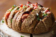 Το τι γεύση ψωμιού θα χρησιμοποιήσετε δεν παίζει πολύ ρόλο και έχει να κάνει με το τι σας αρέσει… Αυτό που πρέπει να καταλάβετε είναι ο τρόπος που το φτιάχνουμε. Βασικά φτιάχνο...