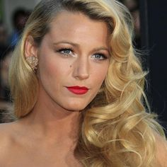 Old-Hollywood Curls: A Glamorous Hairstyle for the Holidays