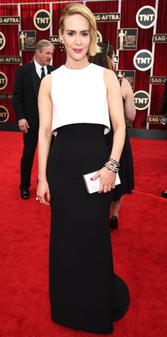SAG Awards 2015: Sarah Paulson in a black and white ensemble with an Edie Parker clutch.