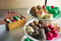 """Searching for the perfect hostess gift this holiday season?  Look no further than GODIVA chocolates.  Who wouldn't love a guest that showed up with a GODIVA Gold Gift Box? Check out GODIVA's extensive collection. It's the most delicious way to say """"thanks for the invite"""" during the holidays. GivingGodiva AD http://www.godiva.com/gold-ballotins?cm_mmc=Epicurious-_-Pinterest-_-Hol2015-_-D15BRAND"""