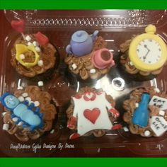 Alice in wonderland cupcakes By: Dees'Licious Cakes by Dana