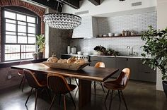 Fascinating industrial style loft apartment renovation in Portland. (Image Courtesy of Jessica Helgerson Interior Design) Open Plan Kitchen Dining, Loft Kitchen, Kitchen Interior, Eclectic Kitchen, Kitchen Tiles, Rustic Kitchen, Rustic Table, Country Kitchen, Kitchen Furniture