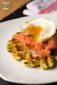 Top 6 Slimming World Breakfast Ideas - Syn Free Onion and Chive Potato Waffles Slimming World Waffles, Slimming World Breakfast, Sin Gluten, Perfect Salad Recipe, Potato Waffles, Baked Breakfast Recipes, Protein, Breakfast Time, Breakfast Ideas