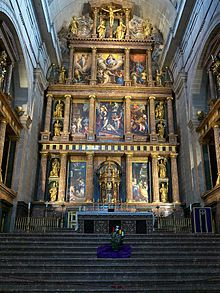 Introduction to the Renaissance in Spain (article) Gaudi, Sacramento, Escorial Madrid, Renaissance And Reformation, Altar, Church Interior, Classic Architecture, Big Ben, Cathedral