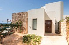 Algarroba is a modern villa right on the sea at S'argamassa. Nikki Beach is just around the corner! Ibiza, Villa Plan, Nikki Beach, Around The Corner, Crete, Garage Doors, Mansions, House Styles, Outdoor Decor