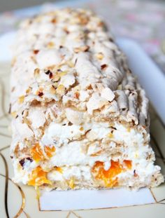 Classic Swedish budapest roll with hazelnuts and mandarins Sweets Recipes, Just Desserts, Delicious Desserts, Cooking Recipes, Yummy Food, Pavlova, Dacquoise, Bon Dessert, Hungarian Recipes