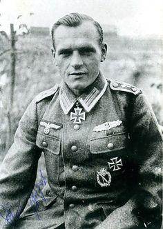 ✠ Hans Bujak (5 February 1914 - 20 March 1990) RK 27.08.1944 Feldwebel Zugführer i. d. 10./Gren.Rgt 7 252. Infanterie – Division