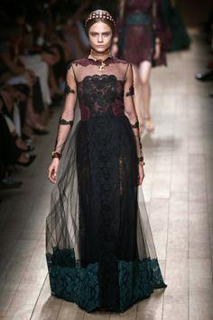 House Lannister #fashion inspiration  Maria Gracia Chiuri and Pier Paolo Picciolo  http://cuchurutu.blogspot.com.es/2014/04/game-of-thrones-fashion-ha-vuelto.html