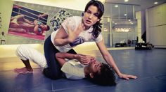 Kyra Gracie - Técnicas de Jiu-Jitsu e Submission. One of many ways of getting a straight arm bar.