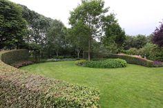 tuin tuinontwerp tuinarchitect hovenier hoveniersbedrijf tuinaanleg beplanting beplantingsplan onderhoud villatuinen gazon bomen ronde hagen