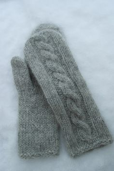 Ravelry: Martine cabled mittens pattern by Berry Cheeks Knitted Mittens Pattern, Fingerless Gloves Knitted, Knit Mittens, Knitting Socks, Knitting Patterns Free, Hand Knitting, Knitted Hats, Knitting Magazine, How To Purl Knit
