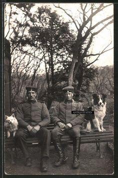 Foto I.WK dt. Soldaten in Uniform Kameraden mit Hund Spitz & Border Collie