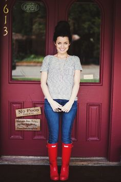 She is the cutest thing I have ever seen. Love her blog. Must get Hunter boots for the fall/winter.