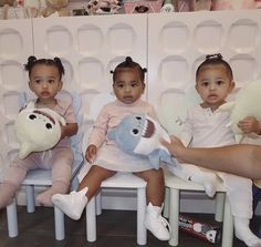 Just call them the Kardashian triplets! Kylie Jenner shared a picture of her daughter, Stormi Webster, with her cousins True Thompson and Chicago West Kardashian Kylie Jenner, Kylie Jenner News, Trajes Kylie Jenner, Looks Kylie Jenner, Estilo Kardashian, Kylie Jenner Baby, Kardashian Style, Familia Kardashian, Kardashian Family