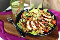 Mézes-mustáros csirkemellsaláta avokádóval   Street Kitchen Kung Pao Chicken, Cobb Salad, Potato Salad, Chicken Recipes, Bacon, Clean Eating, Food And Drink, Cooking, Ethnic Recipes