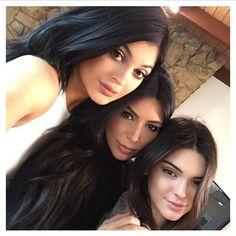 kylie jenner, kendall jenner, kim kardashian, selfie, reunion famille, look, tenue, style, instagram, décryptage look