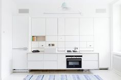 This elegant and compact kitchen is designed by POIAT. www.poiat.com