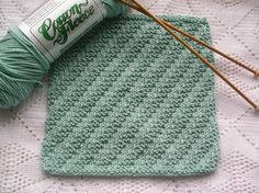Ravelry: Practice Makes Perfect pattern by Sue Schaefer by ingrid Knitted Dishcloth Patterns Free, Knitted Washcloths, Crochet Dishcloths, Knit Patterns, Loom Knitting Projects, Yarn Projects, Knitting Stitches, How To Purl Knit, Hot Pads