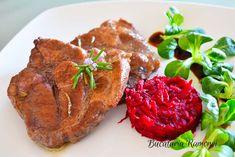 Ceafa de porc cu vin rosu este un preparat cu specific italian, foarte aromat, fraget, suculent si foarte simplu si usor de realizat. Ingredientele folosite la prepararea cefei sunt putine, deci este bun si economic. Avem nevoie de ceafa de porc, vin rosu pentru aroma si fragezime. Vom aromatiza cu rozmarin si usturoi, ulei de masline, sare si piper. Pork Recipes, Steak, Wine, Steaks