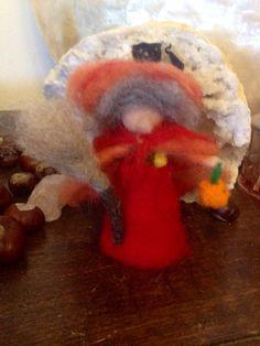 streghetta in lana cardata con zucca e gatto di CreazioniMonica