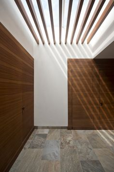 Image 9 of 15 from gallery of Casa / JAR jaspeado arquitectos. Photograph by Patrick López Jaimes Light Architecture, Architecture Details, Interior Architecture, Interior And Exterior, Roof Design, Ceiling Design, House Design, Skylight Design, Ceiling Detail