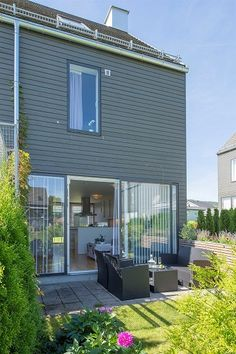 Frydenlund - Meget pent enderekkehus over 3 etasjer med carport