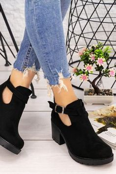 Fall Casual Shoes For Woman 2020 has never been so Modest! Since the beginning of the year many girls were looking for our Awesome guide and it is finally got released. Now It Is Time To Take Action! See how...