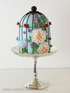 Vintage Cake Design: 5 Birdcage Cakes That Sing - C .-Weinlese-Kuchen-Entwurf: 5 Birdcage-Kuchen, die singen – Cake Art – Vintage Cake Design: 5 Birdcage Cakes That Sing – Cake Art – sing - Gorgeous Cakes, Pretty Cakes, Cute Cakes, Amazing Cakes, Gorgeous Gorgeous, Unique Cakes, Creative Cakes, Birdcage Wedding Cake, Lace Wedding