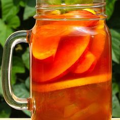 Enjoy This Tasty And Refreshing Peach Iced Tea Whiskey Cocktail This Spring