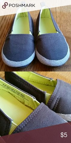 H&M Slip-on Shoes Infant/toddler H&M slip-on shoes in brown, size 4-5. H&M Shoes