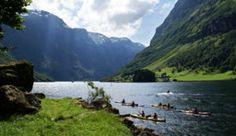 Kajakken in het Nærøyfjord, Noorwegen - Foto: Øyvind Heen/visitnorway.com