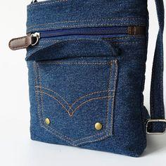 Item Type: Handbags Exterior: Silt Pocket Number of Handles/Straps: Single Interior: Cell Phone Pocket,Interior Zipper Pocket Closure Type: Zipper Handbags Type: Messenger Bags Shape: Pillow Decoratio