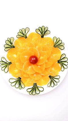 Easy Food Art, Amazing Food Art, Food Art For Kids, Creative Food Art, Fruit Tray Designs, Fruit Garnish, Fruit Creations, Easy Japanese Recipes, Fruit And Vegetable Carving