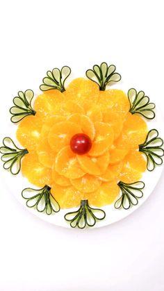 Fruit Garnishing Idea Easy Food Art, Food Art For Kids, Creative Food Art, Amazing Food Decoration, Amazing Food Art, Fruit Tray Designs, Deco Fruit, Vegetable Decoration, Fruit Garnish