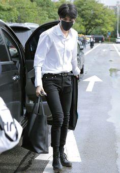 Kpop Outfits, Korean Outfits, Cute Outfits, Korean Fashion Men, Mens Fashion, Natural Hair Men, Kim Young, Kpop Guys, Airport Style