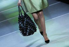 Fashion-Week Mailand: Elegantes von Giorgio Armani. Mehr zur Mailänder Modewoche: http://www.nachrichten.at/nachrichten/society/Generationswechsel-auf-Italienisch;art411,1314605 (Bild: Reuters)