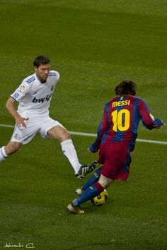 Lionel Messi et Xabi Alonso
